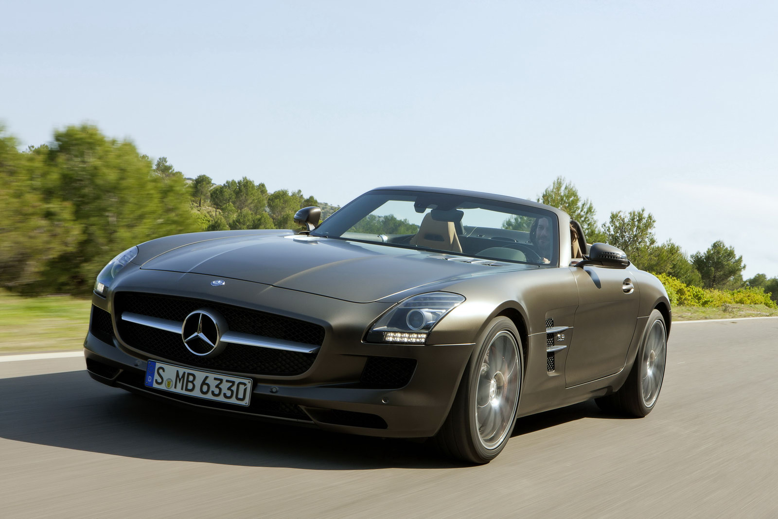 04305402-photo-nouveaute-mercedes-sls-amg-roadster
