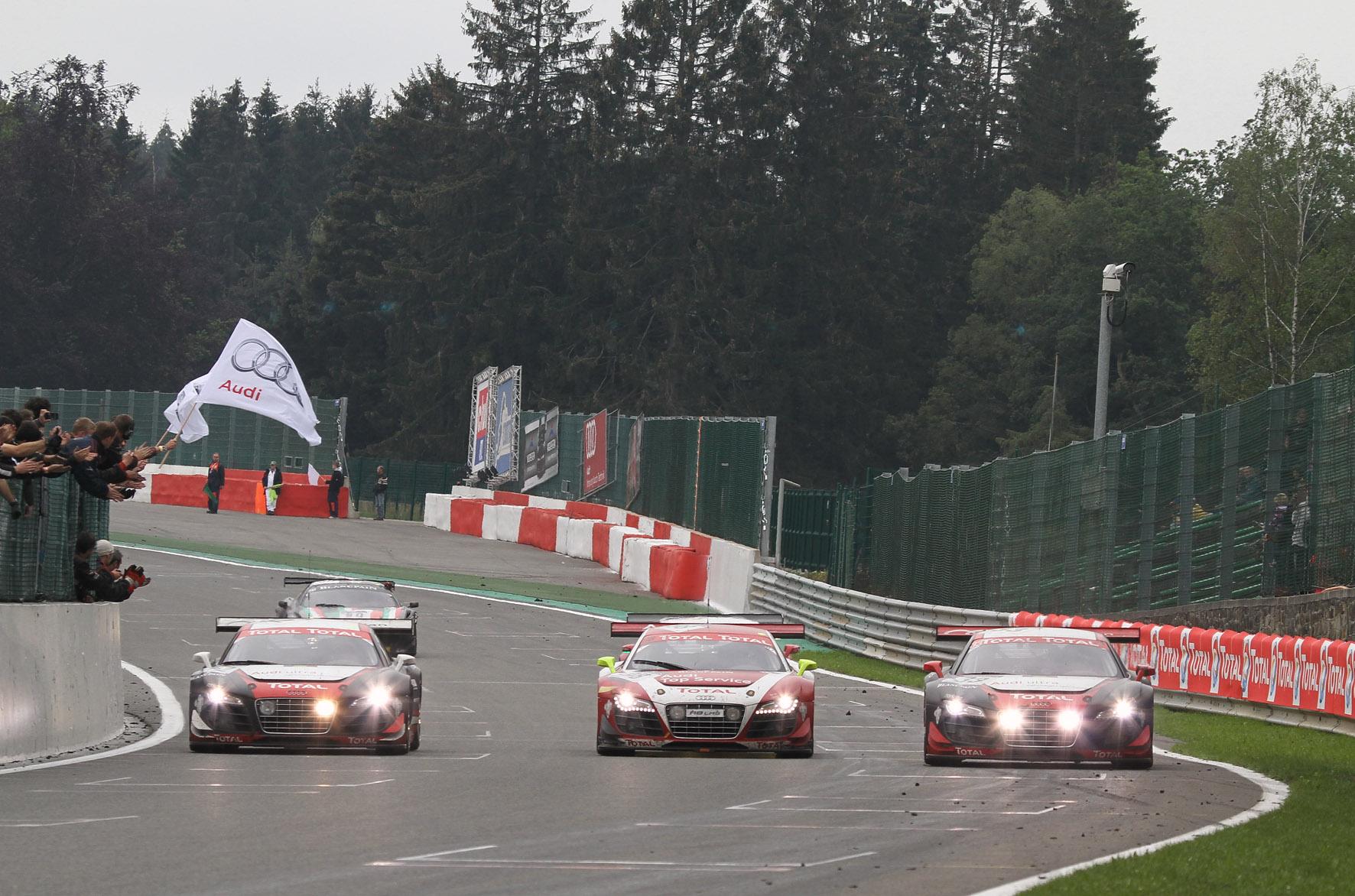 -Les Audi en formation à l'arrivée-24 H Spa 2011-arrivée 201