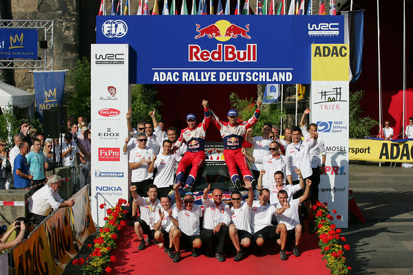 ALLEMAGNE-2011-OGIER-Equipe-citroen-podium.