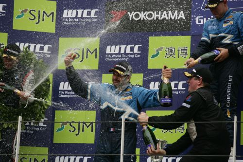 MACAO-2-Yvan-MULLER-Champion-WTCC-2011