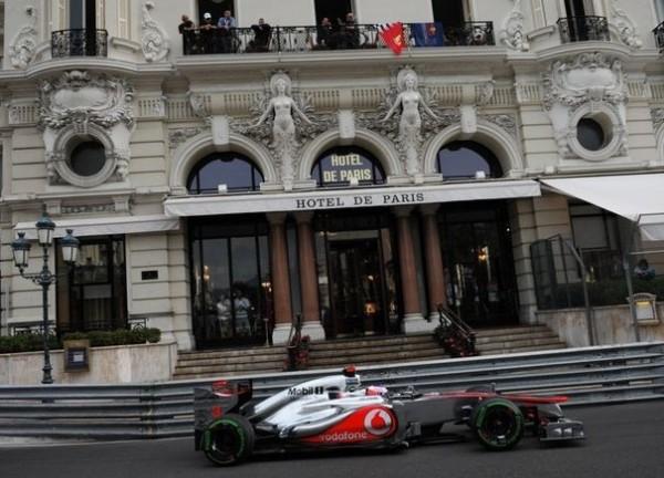 F1- GP de MONACO-LA-MCLAREN-passe devant-HOTEL-DE-PARIS.