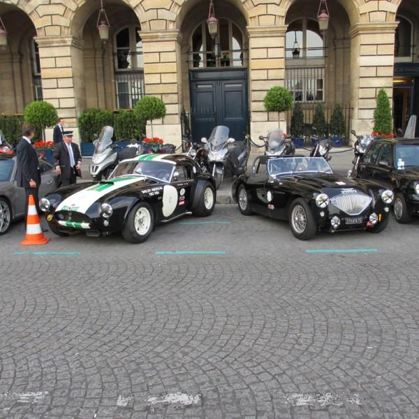 ACF 20 JUIN Coktail ASA ACF AVA NT LE MANS CLASSIC 2012  La COBRA de Ludovic CARON et la MG devant le siége de lACF a PARIS-1