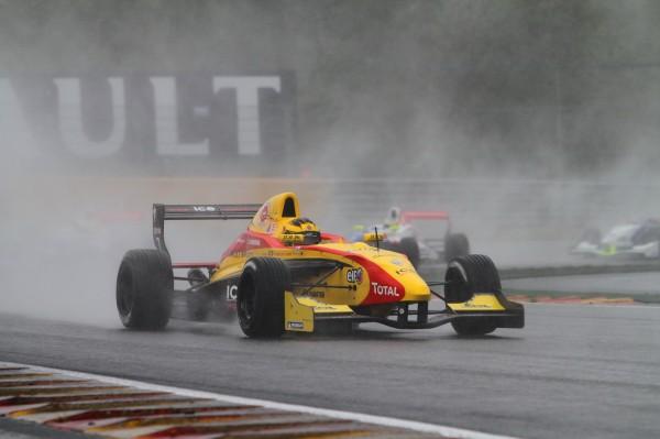 FORMULE RENAULT Stoffel VANDOORNE seul belge au départ espérait une victoire sous la pluie Photo  Manfred GIET