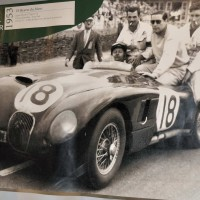 MUSEE AUTOMOBILE DE LA SARTHE affiche victoire JAGUAR  photo, Alain MONNOT autonewsinfo