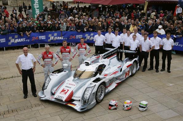 24-HEURES-DU-MANS-2012-pesage-Dr-Wolfgang-Ullrich-Audi-R18-e-tron-quattro-Num-2-Dindo-Capello-Tom-Kristensen-et-Allan-McNish.