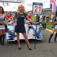 GRID GIRLS SILVERSTONE 2012 Les girls du  du Team STRAKKA de face  photo Patrick MARTINOLI autonewsinfo