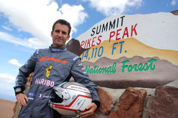 PIKES PEAK 2012 RomainDumas pose au sommet de PIKES Peak autonewsinfo
