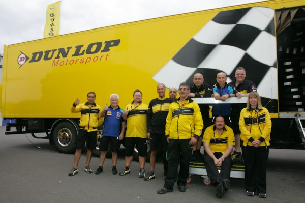 Staff-Pneus-Dunlop-et-SERT-Photo-Michel-Picard-AutoNewsinfo.