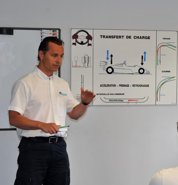 LAURENT-FRADON, le directeur de l'Ecole de pilotage EURO FORMULA du circuit de La Chatre; Photo Claude ROZE