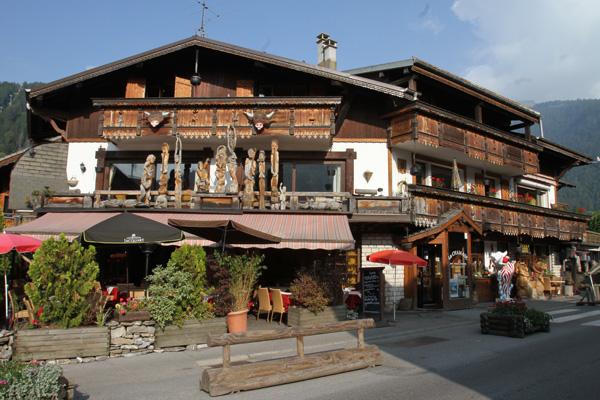 MONT-BLANC-2012-MORZINE-et-ses-beaux-chalets-photo-Gilles-VITRY-autonewsinfo
