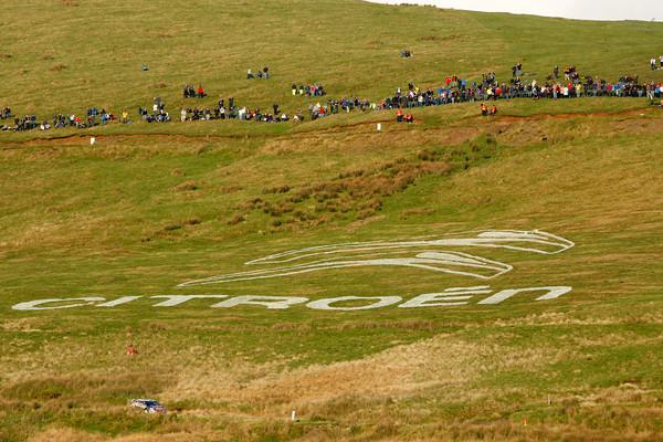 WRC 2012 WALES RALLYE Logo CITROEN dans les champs Photo Jo LILLINI autonewsinfo