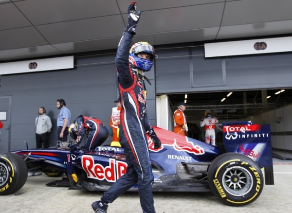 F1 MARK WEBBER main levée aprés sa pole