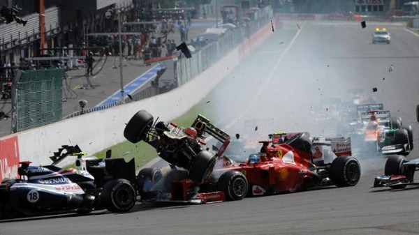 F1-SPA-2012-crash-depart-avec-Romain-GROSJEAN