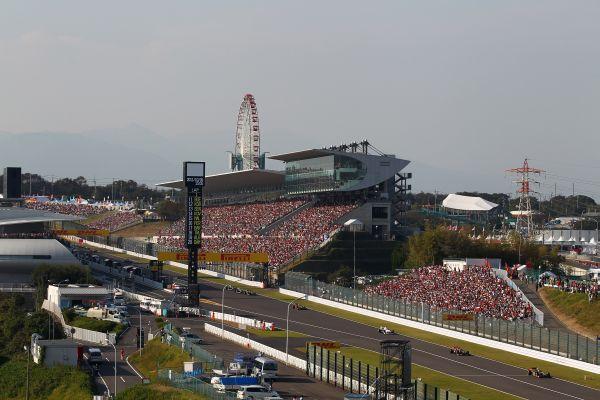 F1-SUZUKA-2012-LIGNE-DES-STANDS