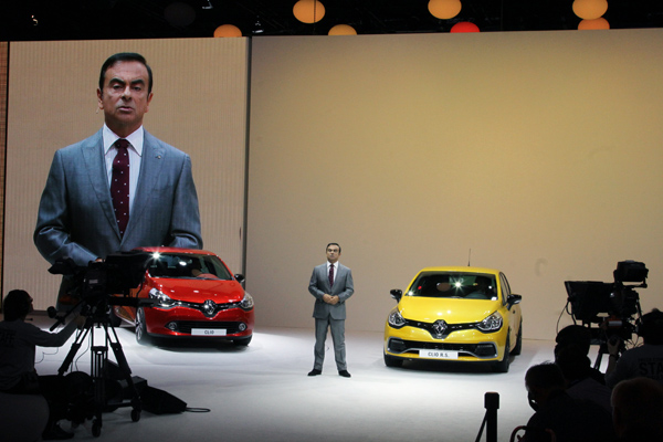 MONDIAL AUTO 2012 RENAULT CLIO 4 avec CARLOS GHOSN  photo Gilles VITRY autonewsinfo