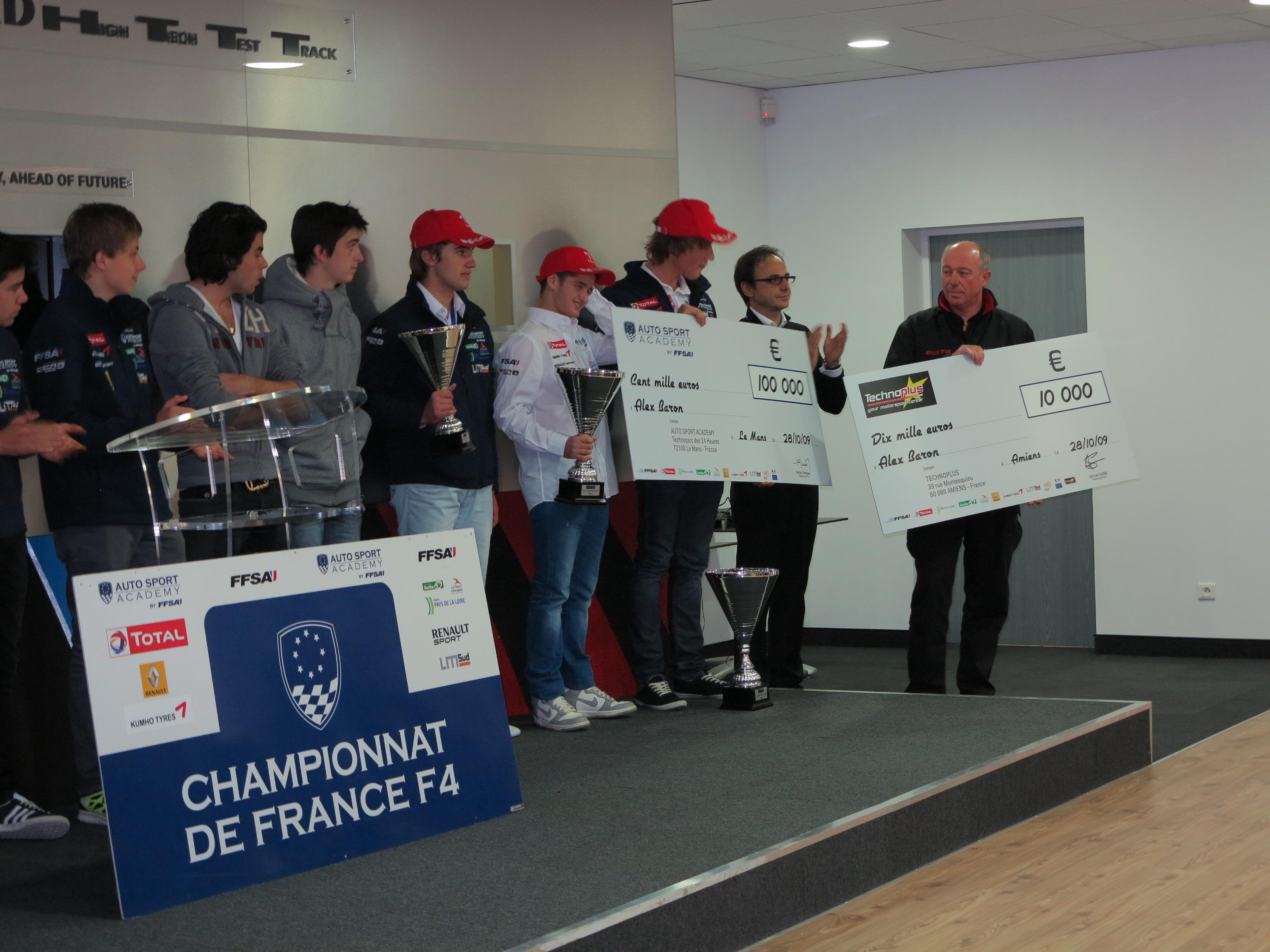 F4 REMISE DES PRIX 2012 AU PAUL RICARD avec le PRESIDENT DESCHAUX