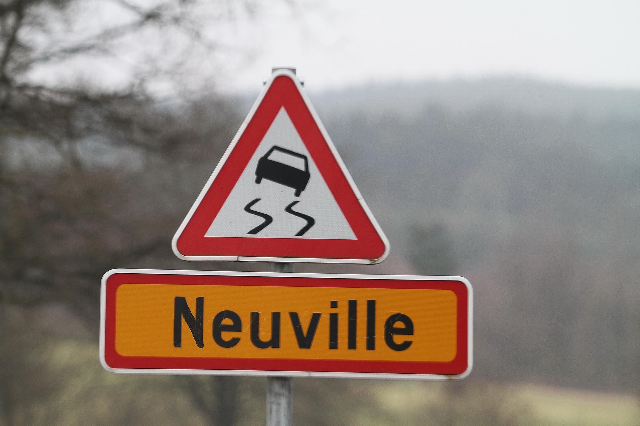 NEUVILLE chez FORD,virage dangereux ou virage tout court.© Manfred GIET por autonewsinfo