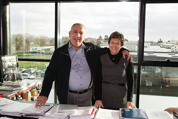 STAF KARA MENDJEL et sa fidele assistante Nicole DUBOIS Photo Gilles VITRY autonewsinfo