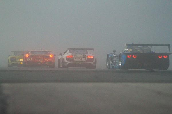 24 HEURES DAYTONA 2013 Le brouillard au lever du jour