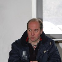 DUEZ comme directeur de course devant ses crans  surveiller- Manfred GIET