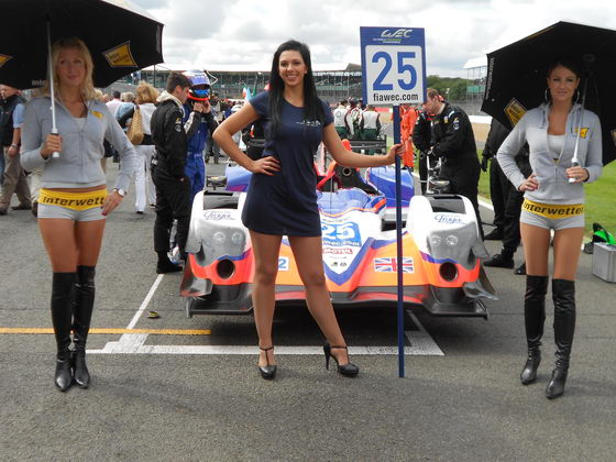 GRID GIRLS SILVERSTONE 2012 Les girls du Team ADR DELTA de face  photo Patrick MARTINOLI autonewsinfo