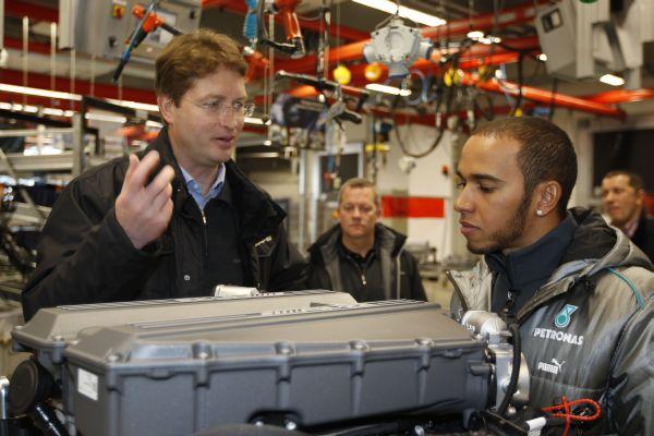 HAMILTON En visite usine MERCEDES a STUTTGART  le lundi 21 janvier 2013
