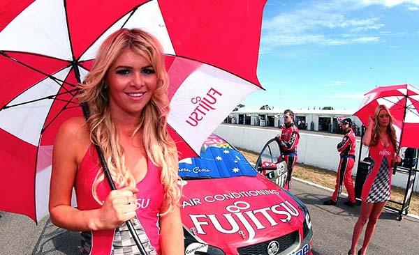 V8 SUPERCAR 2012  HOTESSE GRM (1)