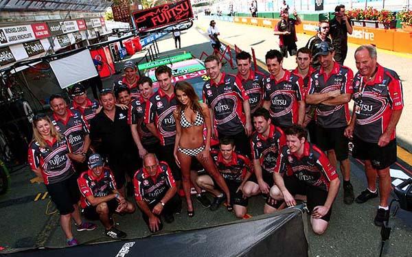 V8 SUPERCAR 2012 LE TEAM GRM et son hotesse fetiche (1)