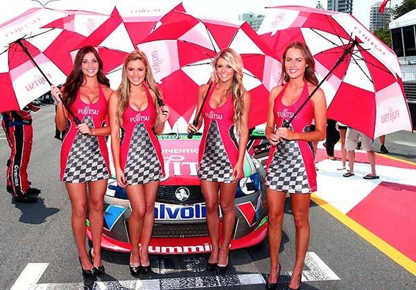 V8 SUPERCAR 2012 LES HOTESSES DU TEAM GRM D'ALEX PREMAT ET CARUSSO (1)