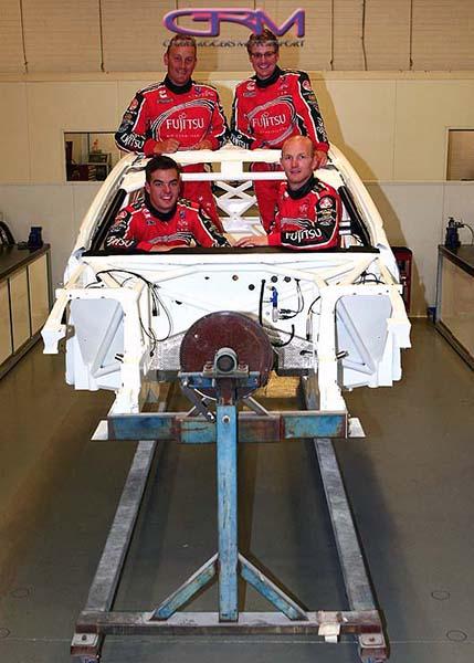 V8 SUPERCAR 2013 ATELIER TEAM GRM avec les pilotes (1)