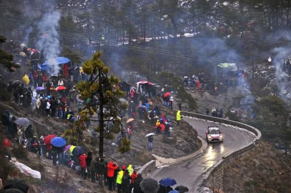 WRC 2013 MONTE CARLO la foule dans les speciales LOEB passe Photo Jo LILLINI