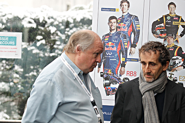 ALAIN PROST et GILLES GAIGNAULT 25 fevrier USINE RENAULT F1 presentation moteur RS34  Photo Gilles VITRY autonewsinfo