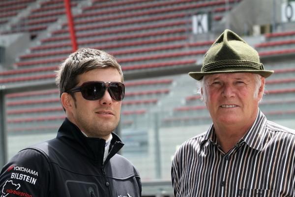 HEYER  En famille vec à gauche le fils Kenneth et à droite Hans vainqueur à 3 reprises des 24 Heures de Spa photo Mandred GIET