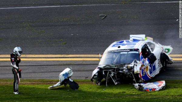 NASCAR 2013 DAYTONA ce qui reste de la voiture de KYLE LARSON