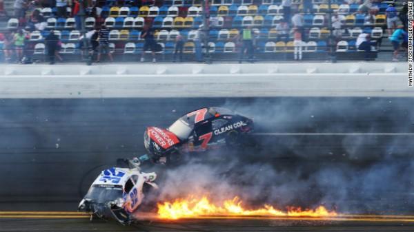 NASCAR 2013 DAYTONA les bolides de Kyle LARSON et REGAN SMITH apres le crash