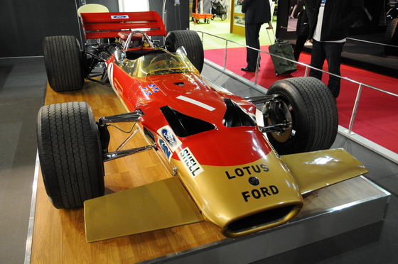 RETROMOBILE 2013 La Gold Leaf Lotus 49 a lancé les décorations des Formule 1 au couleurs des sponsors en 1968 photo MARTINOLI autonewsinfo