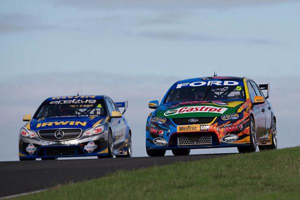 V8 SUPERCAR 2013 MERCEDES ET FORD