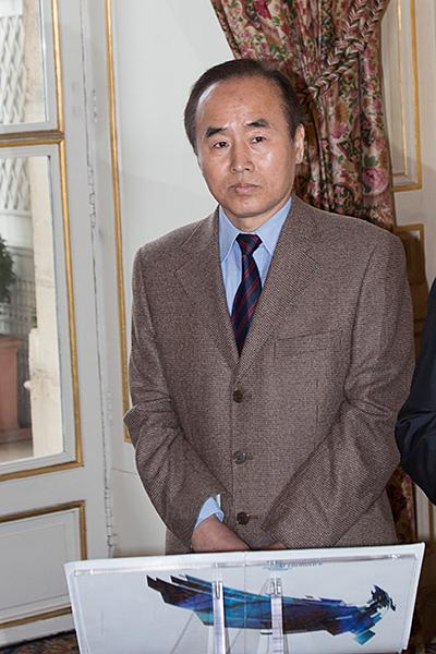 LIANG JIAN SHENG, DE L'AMBASSADE DE CHINE