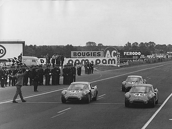 ALPINE-24-HEURES-DU-MANS-1967-Arrivee