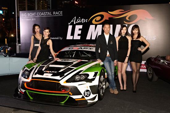 Bien entouré, Franck Yu, pilote de l'Aston Martin officielle du Craft Racing, était une des vedettes de la soirée de lancement de l'Asian Le Mans Series organisée mardi 5 mars au Royal Yacht Club de Hong Kong.