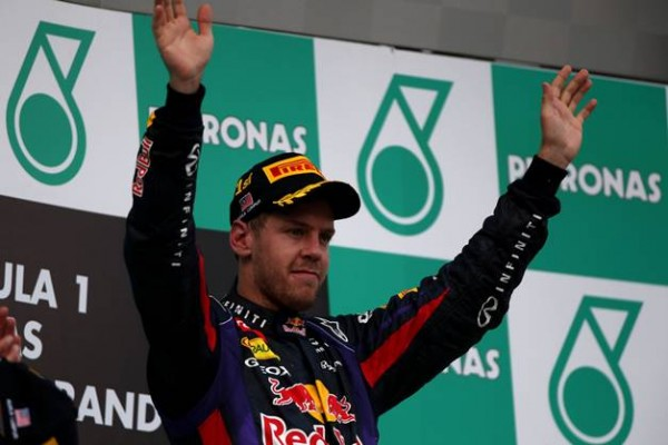 F1 2013 SEPANG PODIUM VETTEL 1er