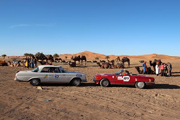 MAROC-CLASSIC-2013-MERCEDES-N°17-Coupe-3.5-GHISTELINCK-et-MERCEDES-500-SL-VERZELE-Photo-Gilles-VITRY-autonewsinfo