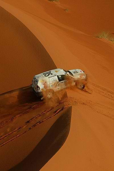 RALLYE AICHA DES GAZELLES TOYOTA dans les dunes