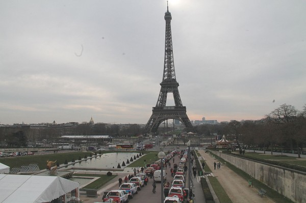 RALLYE DES GAZELLES 2013 depart des Jardins du TROCADERO a PARIS le samedi 16 mars