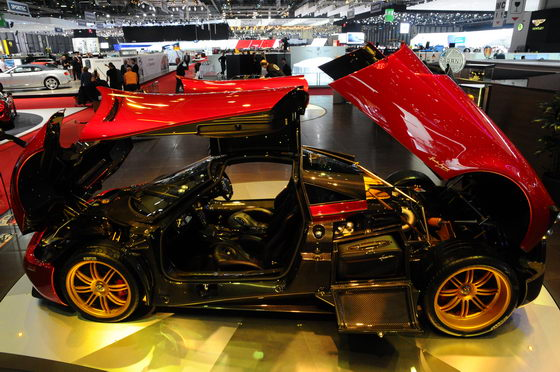 SALON-GENEVE-2013-PAGANI-Photo-Patrick-MARTINOLI-autonewsinfo