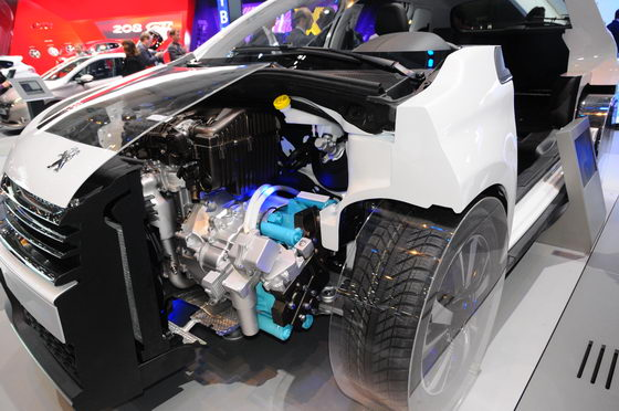 SALON-GENEVE-2013-Peugeot-2008-HYbrid-Air-Photo-Patrick-MARTINOLI-autonewsinfo