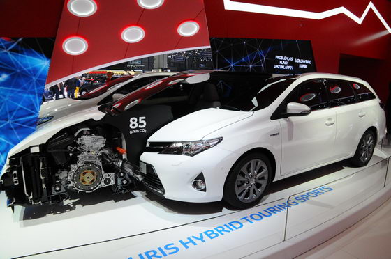 SALON-GENEVE-2013-Toyota-Auris-Touring-Sports-Hybrid-A-Photo-Patrick-MARTINOLI-autonewsinfo