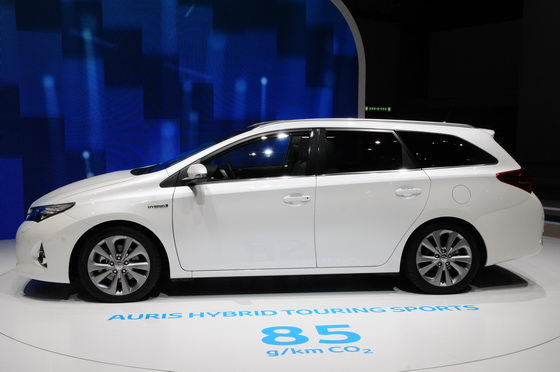 SALON-GENEVE-2013-Toyota-Auris-Touring-Sports-Hybrid-Photo-Patrick-MARTINOLI-autonewsinfo