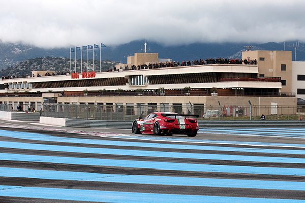 WEC-2013-Test-PAUL-RICARD-la-foule-invitee-sur-la-terrasse-du-circuit-PAUL-RICARD-photo-Gilles-VITRY-autonewsinfo