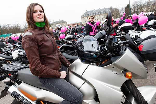2%DE FEMMES, LA MOTO N'EST PAS DANS L'AIR DU TEMPS!